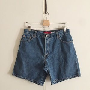 Levi's Classic Fit Jeans High Rise Denim Shorts.